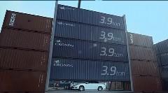 マジデスカ!?シボレー マリブの屋根に16トンのコンテナを載せてみた