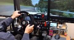 本格的なレーシングコントローラーでレースゲー rFactor をやってる動画