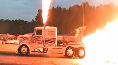 3機のジェットエンジンを積んだドラッグトラックがスゴイ!