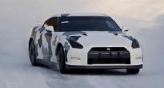 日産 GT-R が雪道を爆走しちゃう動画