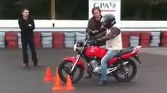 バイク教習生「まずはウイリーから」
