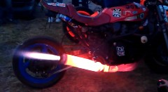 バイクのマフラーを真っ赤に焼いてみた