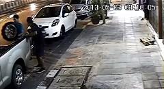 窃盗団がトヨタ ヴィッツのホイールを盗む一部始終の動画