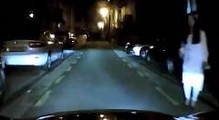 恐怖・・・道路脇に幽霊が!