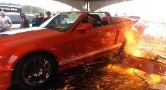 シェルビー GT500 のパワー計測をしていたらダイノマシンがクラッシュしちゃった動画