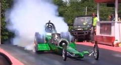 ガスタービンのジェットエンジンドラッグカー