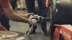 フェラーリの F1 サウンドを織り交ぜたフェラーリミュージックビデオ