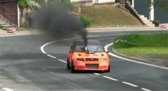 フロント排気のシュコダ ファビア TDi のラリーマシンがSLみたいでカッコイイ!