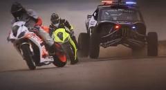 すげー!バイク vs 車 超絶ドリフトバトル動画