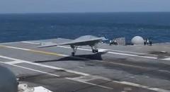 アメリカの無人戦闘機 X-47B の空母着艦動画