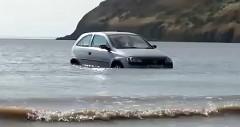 若者「夏といえば海でしょ」 → 満潮で車水没