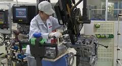 日産でGT-R用VR38エンジンを組み立てる職人動画