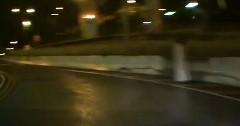 道路脇にたたずむ白い人影にちょいビビ動画