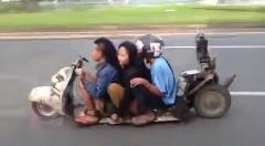 びっくり動画 低すぎるスクーターが現れた!