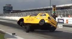 トホホ~・・・ドラッグカーのタイヤが外れちゃう動画
