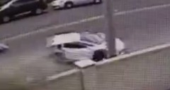 ランボルギーニ アヴェンタドールが真っ二つになっちゃった事故動画