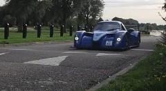 公道のレーシングカー ラディカル RXC vs 減速用段差対決動画
