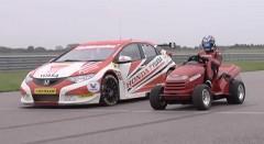 ホンダの世界一速い芝刈り機 vs レーシングシビック サーキット対決動画