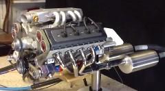 とても小さなV8エンジンがスゴイ!っていう動画