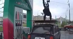 ガソリンスタンドの店員がノリノリすぎる動画
