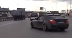 BMW M5 が公道で無茶しちゃう動画