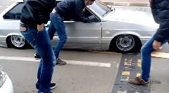 車高低すぎてわずかな段差に四苦八苦しちゃう動画
