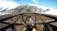 飛行機が崖から飛び降りちゃう動画