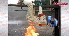 レーシングスーツが燃えるか実験しちゃう動画