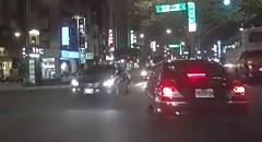 どこから来た?突然現れたバイクにぶつかっちゃう謎の事故動画