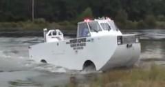 どこでも急行しちゃう水陸両用レスキュー車の動画