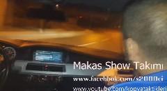 BMW M5 が高速のインターでドリフトしちゃう動画