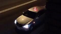 覆面パトカーのパトランプが格納される瞬間がわかる動画