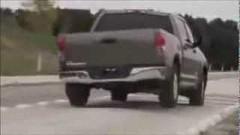 ピックアップトラックが胸騒ぎの腰つきな動画