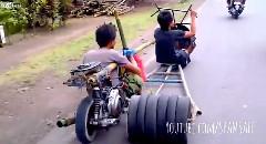 東南アジアで見つけた手作りビックリバイク動画