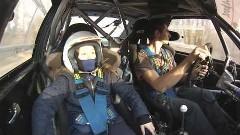 10歳の女の子をアウディ S1のラリーカーに乗せてみた動画