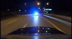 メルセデス C63 AMG がわざとパトカーとカーチェイスしちゃう公道爆走動画
