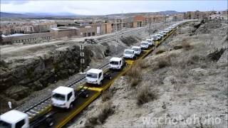 眠れない夜に最適な暇人動画 トラックが1台、トラックが2台・・・