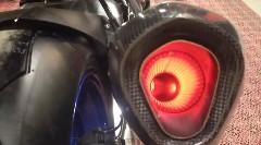 BMW HP4 の赤熱化したマフラーを覗いてみたら美しかったっていう動画
