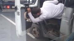 「あ、タイヤが無い!・・・ま、いっか」っていう動画