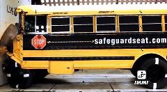 スクールバスもクラッシュテストしてるんですっていう動画