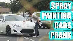 2台分のスペースを使って駐車している自己中野郎にお仕置きしちゃう動画