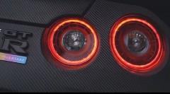 フルカーボンボディで軽量化しちゃうオーバーテイク GT-R の紹介動画