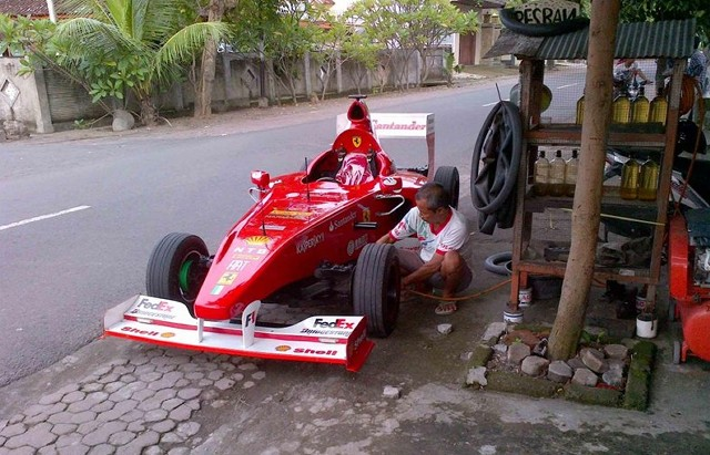 Ferrari F1 Car Replica 1
