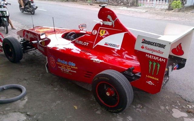 Ferrari F1 Car Replica 2