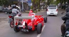 インドネシアの公道を走る手作りF1マシン風カスタムカー