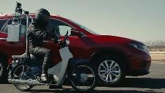 揺れが少ないのはどっちだ?日産エクストレイル vs 岡持ちバイク 走行安定性能対決動画
