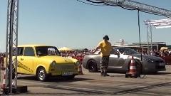 日産 GT-R vs トラバント ゼロヨン対決動画