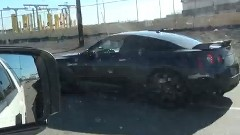爆走日産 GT-R がパトカーをぶっちぎって逃げちゃう動画