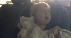 初めての洗車機に怯える2歳の女の子がカワイすぎる動画