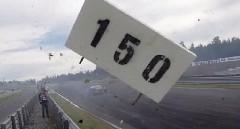 はえー!風圧で看板もふっとぶ 220km/h 超高速ドリフト動画